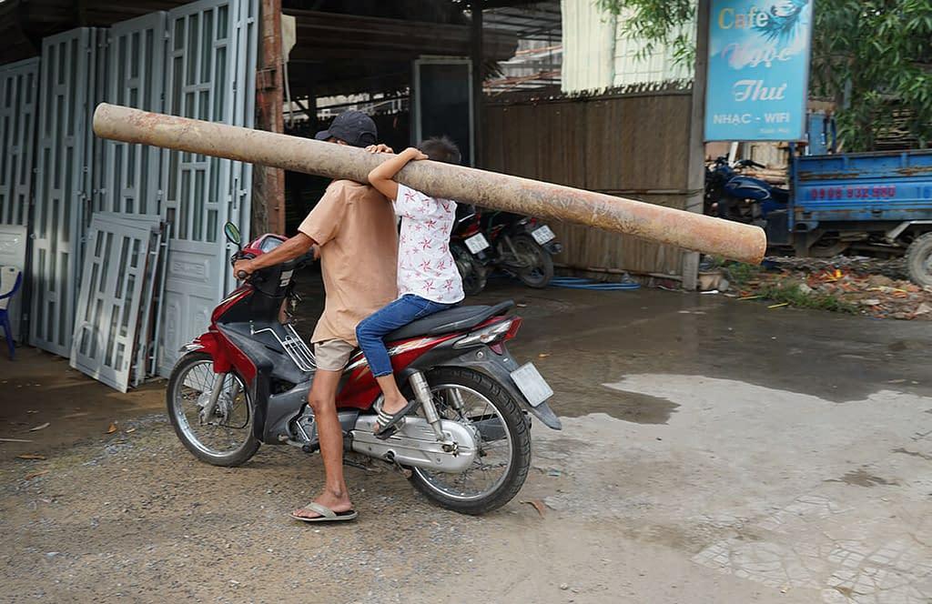 Soijapoika kantaa parrua